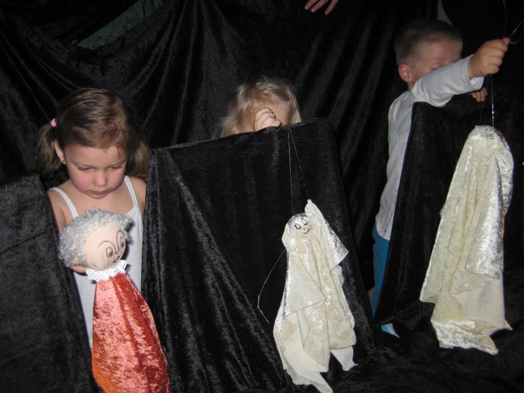 Barna prøver tråd dukkene